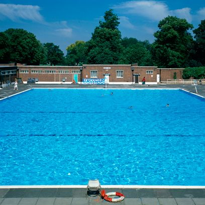 Swimming pool, Property, Leisure, Leisure centre, Water, Real estate, Recreation, House, Grass, Rectangle,