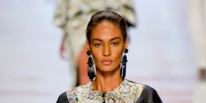 Hairstyle, Jewellery, Fashion show, Style, Earrings, Street fashion, Fashion model, Fashion, Eyelash, Black hair,