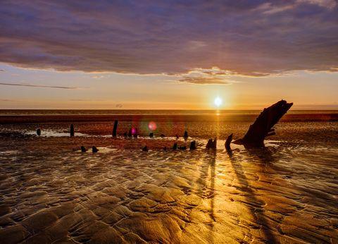 Sunset, Cloud, Sunrise, Dusk, Coastal and oceanic landforms, Horizon, Evening, Afterglow, Sunlight, Ocean,