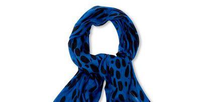 Blue, Textile, Electric blue, Pattern, Azure, Costume accessory, Cobalt blue, Stole, Wrap, Knot,