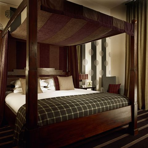 Bed, Lighting, Interior design, Room, Wood, Bedding, Floor, Property, Bedroom, Wall,