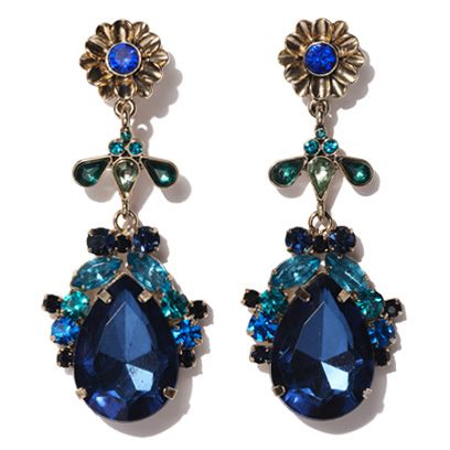 Jewellery, Blue, Fashion accessory, Aqua, Teal, Turquoise, Natural material, Body jewelry, Amber, Fashion,