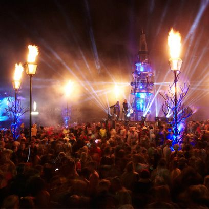 Crowd, Lighting, People, Event, Entertainment, Performing arts, Night, Electricity, Audience, Performance,