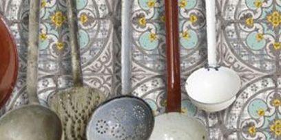 Brown, Serveware, Dishware, Tan, Kitchen utensil, Ceramic, Maroon, Porcelain, Natural material, Idiophone,