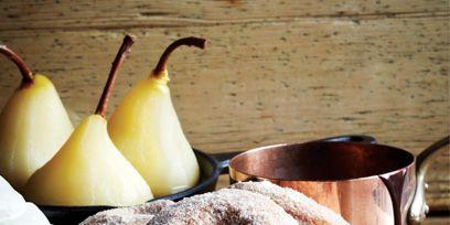 Food, Serveware, Fruit, Ingredient, Pear, Natural foods, Produce, pear, Tableware, Baked goods,