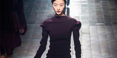 Clothing, Leg, Sleeve, Shoulder, Joint, Standing, Human leg, Style, Street fashion, Bag,