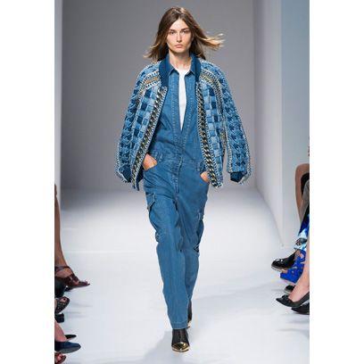 Blue, Sleeve, Fashion show, Shoulder, Textile, Outerwear, Style, Fashion model, Runway, Street fashion,