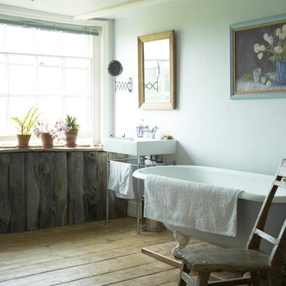 Rustic Bathroom with wooden floor | Country Style Bathrooms | Decorating Ideas | Interiors