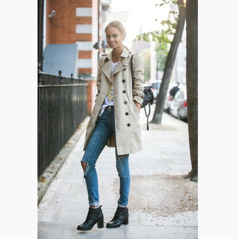 Clothing, Street fashion, Coat, Trench coat, Jeans, Fashion, Footwear, Outerwear, Snapshot, Overcoat,
