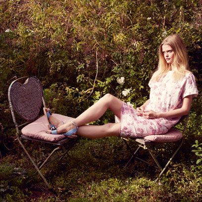 Sitting, Mammal, Furniture, Dress, Summer, People in nature, Beauty, Chair, Spring, Lap,