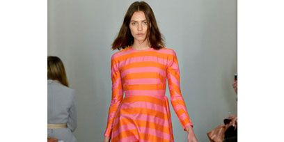 Leg, Human body, Shoulder, Joint, Dress, One-piece garment, Style, Fashion show, Fashion model, Formal wear,