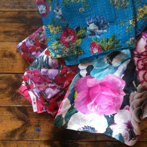 Textile, Pink, Magenta, Pattern, Hardwood, Wood flooring, Creative arts, Wood stain, Pattern, Sweater,