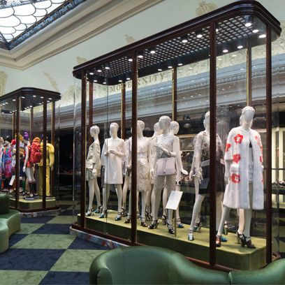 Retail, Mannequin, Display window, Display case, Sculpture, Boutique, Outlet store, Shade, Daylighting, Collection,