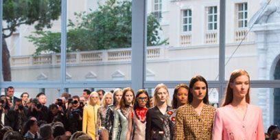 Hair, Head, People, Crowd, Fashion, Audience, Street fashion, Feathered hair, Fashion design,