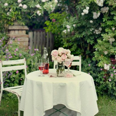 Tablecloth, Petal, Plant, Shrub, Flower, Furniture, Table, Linens, Garden, Home accessories,