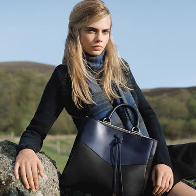 Bag, Hill, Beauty, Fashion, Shoulder bag, Leather, Street fashion, Luggage and bags, Long hair, Blond,