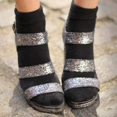 Joint, Costume accessory, Fashion, Sock, Close-up, Silver, Fashion design, Natural material, Ankle, Foot,