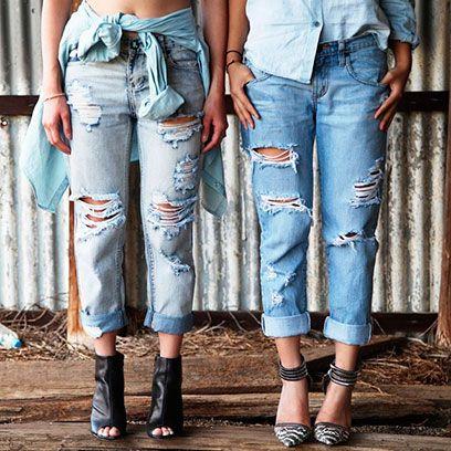 Clothing, Leg, Blue, Denim, Trousers, Textile, Joint, White, Human leg, Jeans,