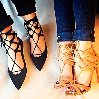 Human leg, Joint, Jeans, Style, Fashion, Denim, Foot, Tan, Street fashion, Sandal,