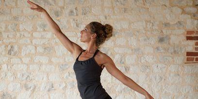 Arm, Flooring, Entertainment, Performing arts, Joint, Elbow, Standing, Active pants, Floor, Waist,