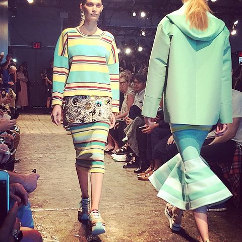 Clothing, Eyewear, Leg, Sleeve, Trousers, Human body, Shoulder, Textile, Joint, Outerwear,