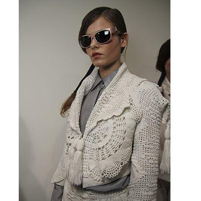 Eyewear, Vision care, Collar, Sleeve, Sunglasses, Textile, Outerwear, Style, Blazer, Fashion,