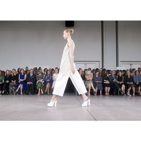 Fashion show, Runway, Style, Fashion model, Formal wear, Street fashion, Fashion, Youth, Model, Audience,