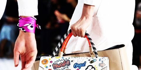 Finger, Bag, Style, Shoulder bag, Fashion, Wrist, Beige, Nail, Luggage and bags, Thumb,
