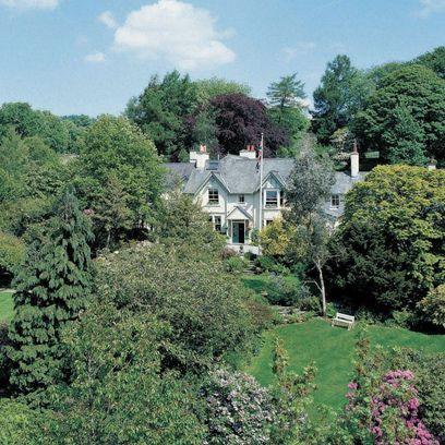 Vegetation, Property, Natural landscape, Tree, House, Cottage, Plant community, Plant, Architecture, Rural area,