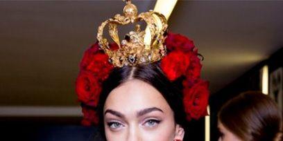 Ear, Style, Hair accessory, Headpiece, Headgear, Crown, Beauty, Eyelash, Fashion accessory, Fashion,