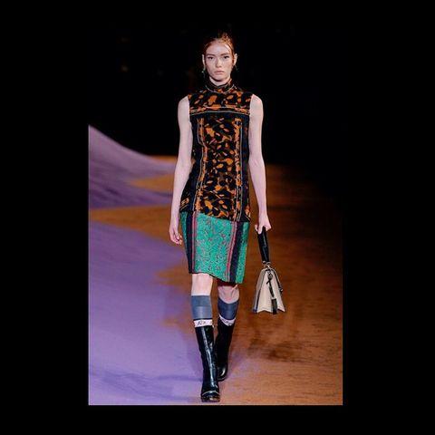 Fashion show, Style, Dress, Runway, Fashion model, Costume design, Street fashion, Knee, Jewellery, Waist,