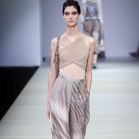 Sleeve, Human body, Shoulder, Joint, Fashion show, Waist, Style, Fashion model, Runway, Fashion,