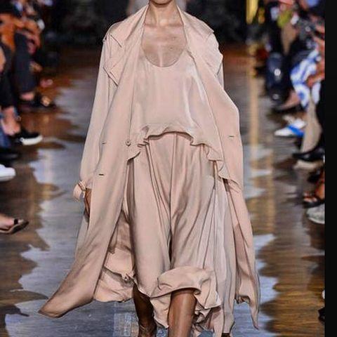 Fashion show, Runway, Costume design, Fashion model, Fashion, Fashion design, Haute couture, Wrap, Model, Mantle,