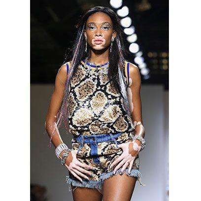 Sleeveless shirt, Thigh, Black hair, Fashion, Beauty, Neck, Fashion model, Street fashion, Trunk, Long hair,