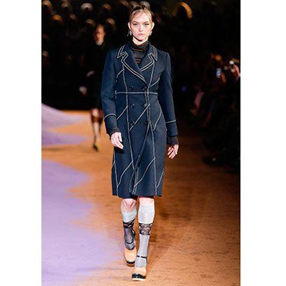 Sleeve, Fashion show, Shoulder, Joint, Outerwear, Runway, Fashion model, Style, Street fashion, Dress,