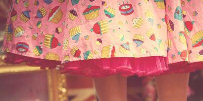 Human leg, Textile, Pink, Magenta, One-piece garment, Toe, Foot, Day dress, Calf, High heels,