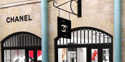 Iron, Metal, Fixture, Gate, Paint, Arch, Building material, Home door,