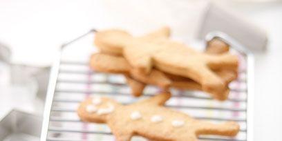 Finger food, Food, Cookies and crackers, Baked goods, Dessert, Cookie, Bredele, Gingerbread, Biscuit, Kitchen utensil,