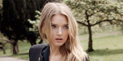Lip, Hairstyle, Collar, Sleeve, Coat, Outerwear, Style, Street fashion, Blazer, Beauty,