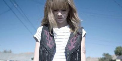 Sleeve, Photograph, White, Asphalt, Style, Road surface, Street fashion, Beauty, Cool, Black,