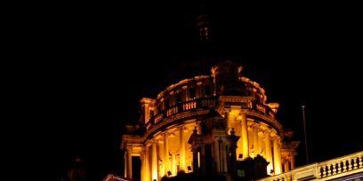Night, Facade, Landmark, Light, Purple, Midnight, Balcony, Electricity, Metropolis, Classical architecture,