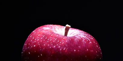 Colorfulness, Fruit, Red, Produce, Natural foods, Apple, Darkness, Food, Line, Vegan nutrition,