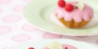 Food, Finger food, Dishware, Serveware, Cuisine, Dessert, Ingredient, Baked goods, Sweetness, Tableware,