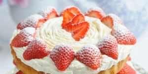 Dish, Food, Cuisine, Strawberry, Strawberries, Whipped cream, Ingredient, Dessert, Cream, Baked goods,
