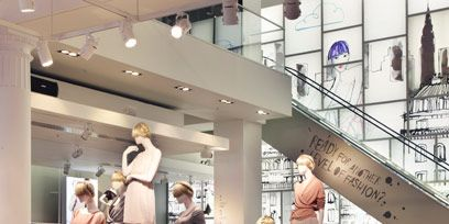 Retail, Ceiling, Fashion, Display window, Display case, Outlet store, Boutique, Mannequin, Collection, Fashion design,