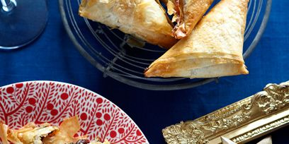 Cuisine, Food, Tableware, Plate, Dish, Dishware, Recipe, Snack, Fast food, Baked goods,