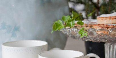 Drinkware, Serveware, Cup, Dishware, Tableware, Ceramic, Mug, Household supply, Circle, Porcelain,