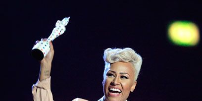 Finger, Hand, Music artist, Performing arts, Performance, Pop music, Artist, Singer, Blond, Singing,