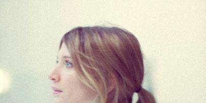 Hairstyle, Shoulder, Eyelash, Bangs, Brown hair, Long hair, Blond, Layered hair, Hair coloring, Step cutting,