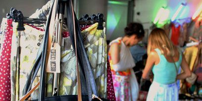 Textile, Bag, Style, Public space, Luggage and bags, Fashion, Shopping, Shoulder bag, Market, Marketplace,